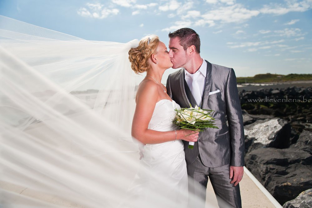 wedding Belgium , oostende, zee trouwkoppel
